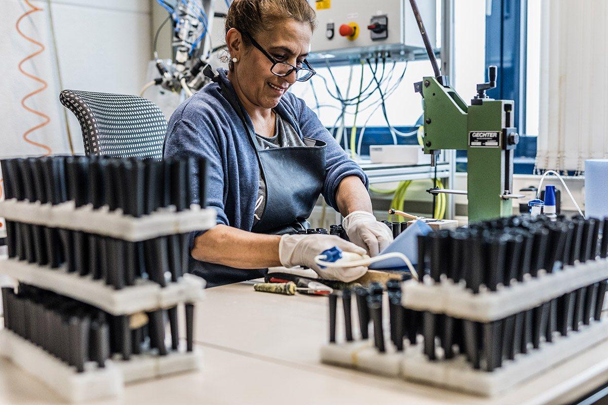 Fertigung von OEM Antennen für MINI und BMW