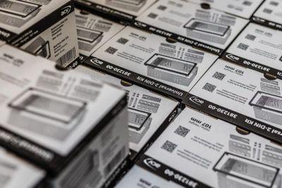 Produktverpackungen 2-DIN Radioblende